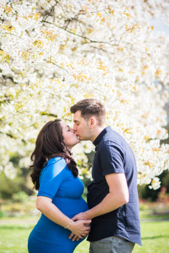 maternity photography kiss for Mum & Dad